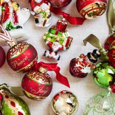 Boules et décorations pour sapin de Noël