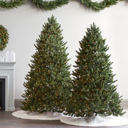 Neue künstliche Weihnachtsbäume